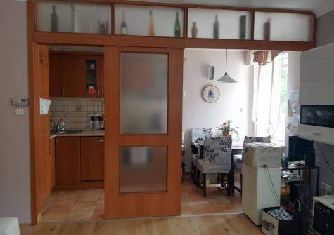 Esztergom belvárosában, Arany-hegyen igényes lakás eladó.