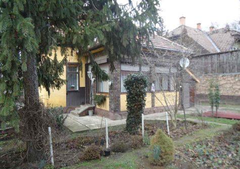E/837 Esztergom családi ház