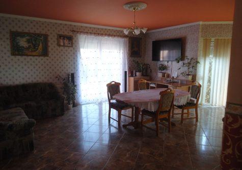 E/858 Esztergomban, nappali+4szobás ház. 31,9mft
